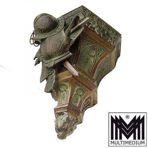 Antike Neugothik Historismus Konsole Metall Rüstung patiniert Waffen