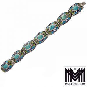 Prachtvolles ausgefallenes sehr schönes Jugendstil Silber Armband mit Emaille, aus den 20er Jahren, China, mit 7 ovalen Türkis Cabochons, durchbrochen gearbeitet, mit feiner Filigranarbeit, gestempelt: silver, in einem guten Erhaltungszustand Länge des Armbands: 17,5 cm Breite des Armbands : ca. 1,67 cm Maße mit Steins: ca. 7 x 8 cm