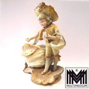 Biedermeier Vase mit Kind Figur Junge Bisquit Porzellan farbig bemalt