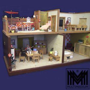 Puppenhaus 50er Jahre komplette Einrichtung mit 2 Figuren Dollhouse Rarität